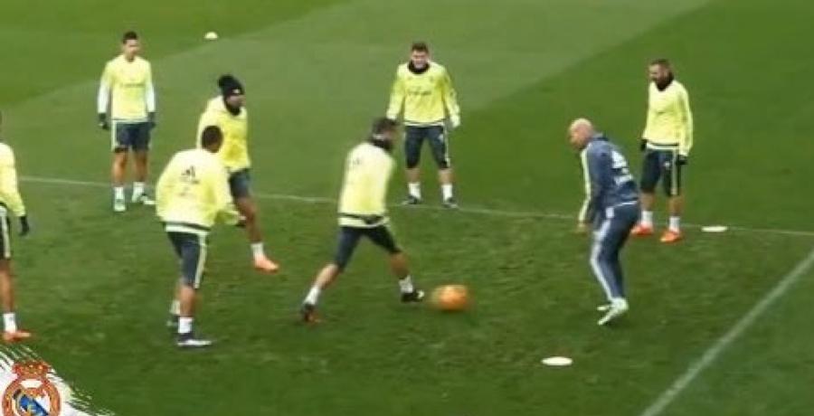 Cristiano Ronaldo Fails In Attempt To Nutmeg Zinedine Zidane