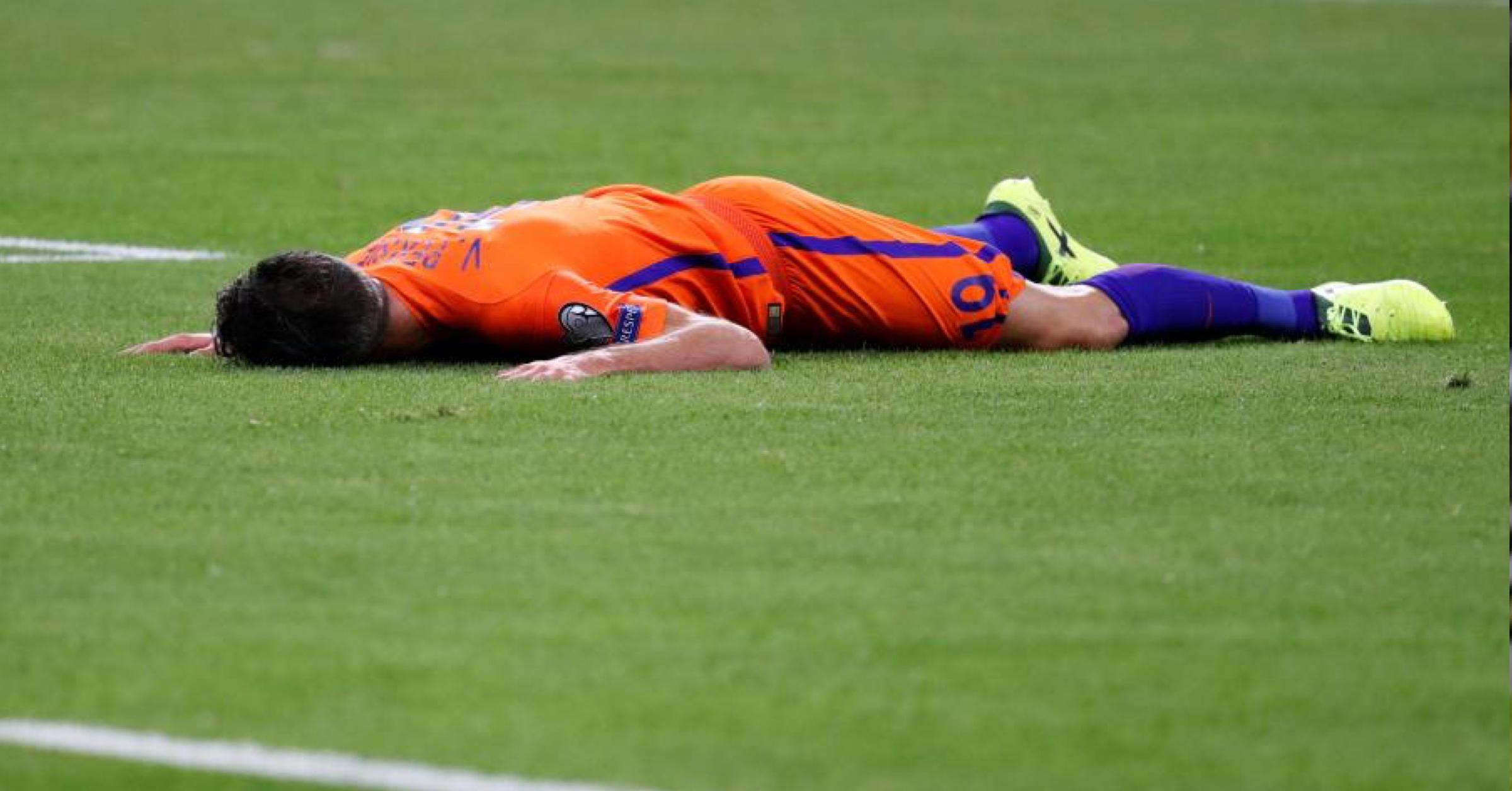 Robin van persie explains true severity of his latest knee injury fandeluxe Document