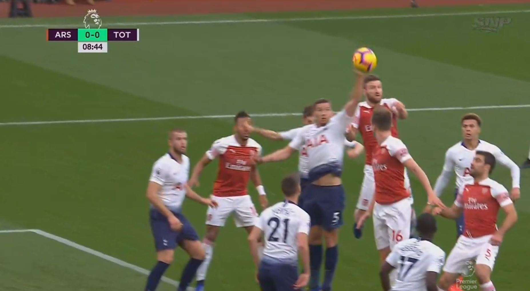 WATCH: Vertonghen Gives Away Penalty For Hilariously Silly Hand Ball