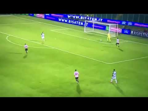 In Serie A, Ascoli's goalkeeper did this against Palermo. 😂