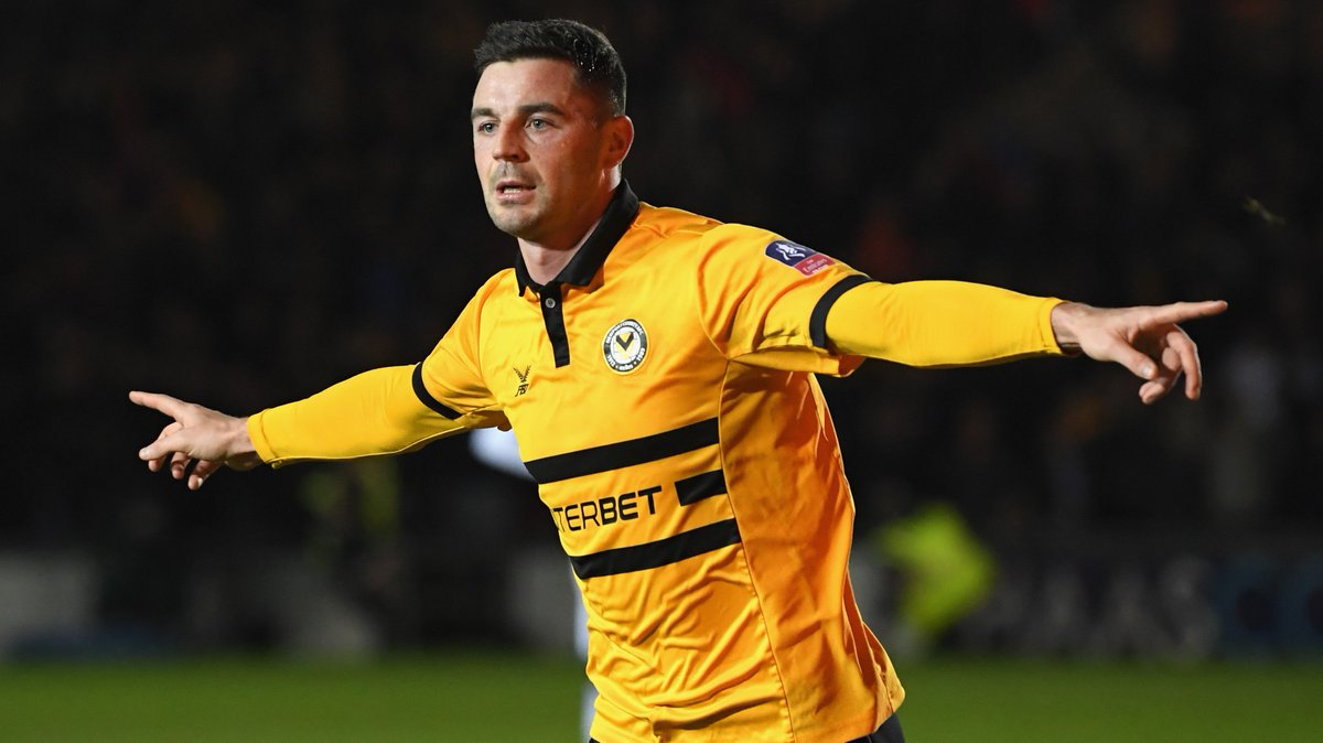 WATCH: Padraig Amond fires Newport into dreamland with stunning half-volley