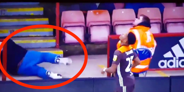 WATCH: Sheffield United fans makes complete arse of himself at Bramall Lane