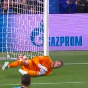 WATCH: David DeGea makes complete f**k up to give Barcelona 3-0 aggregate advantage