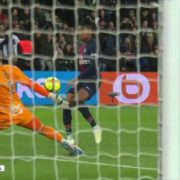 VIDEO: Maxim Choupo-Moting with the worst miss of all time for PSG
