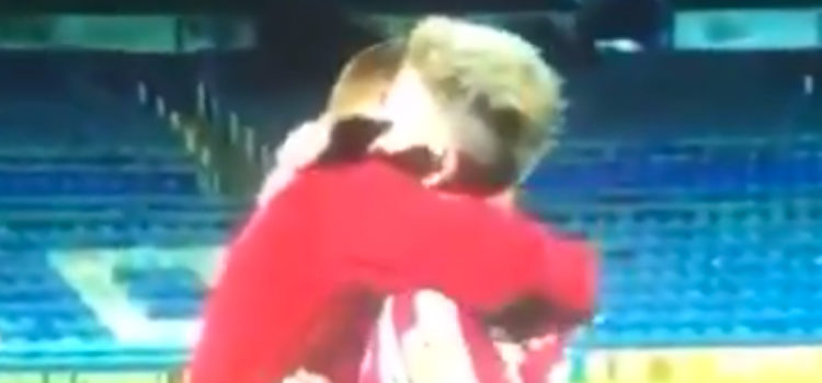 WATCH: Grant Leadbitter and Lee Cattermole share special moment after passing of Leadbitter's mother