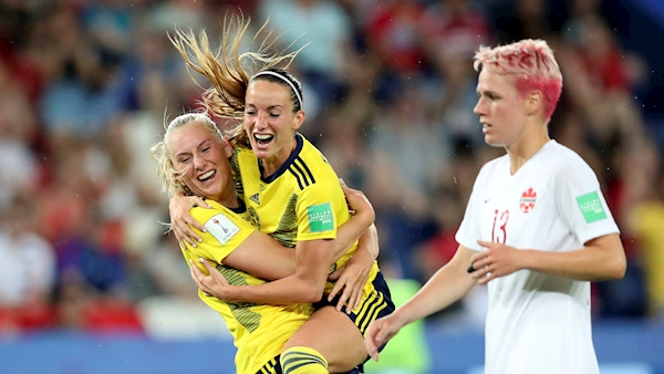Lindahl's super save sends Sweden through to World Cup quarter-finals