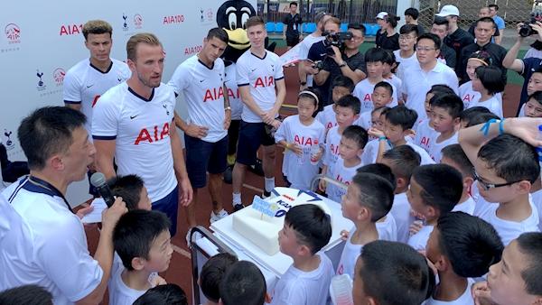 Spurs trio take on 100 local children in Shanghai heat