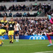 Ten-man Tottenham hold off Saints to prove their team spirit with win
