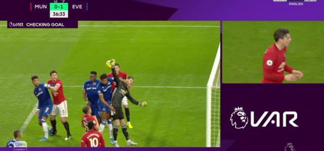 WATCH: Fans Are Fuming After VAR Misses Foul On De Gea During Everton's Goal